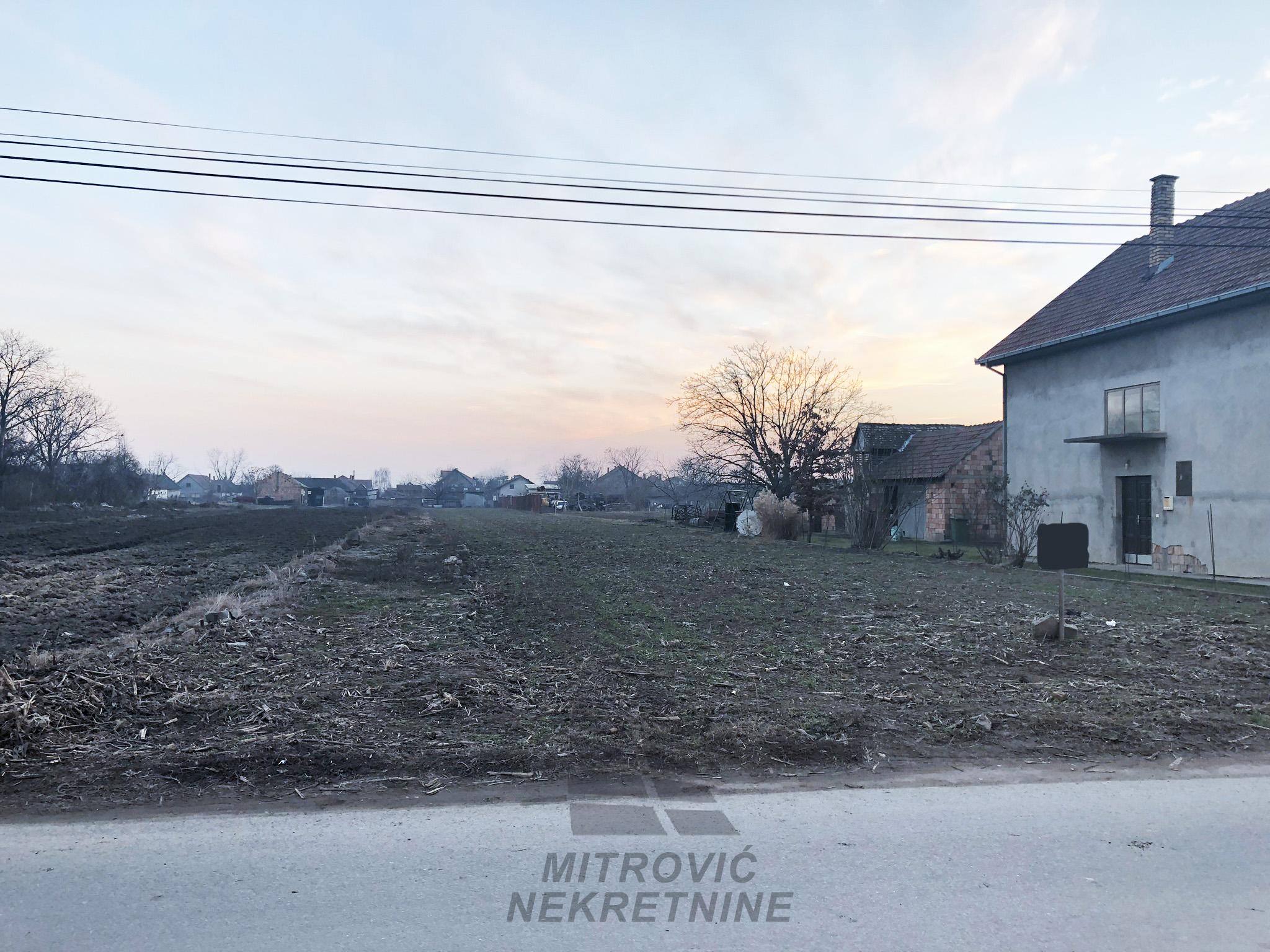 Plac Batajnica, površine 10ari u ul. Dalmatinskih brigada