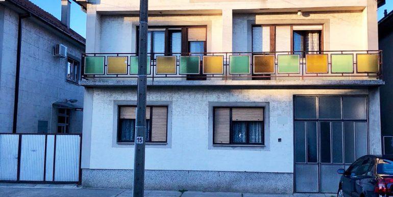 Dve kuće u Novoj Pazovi