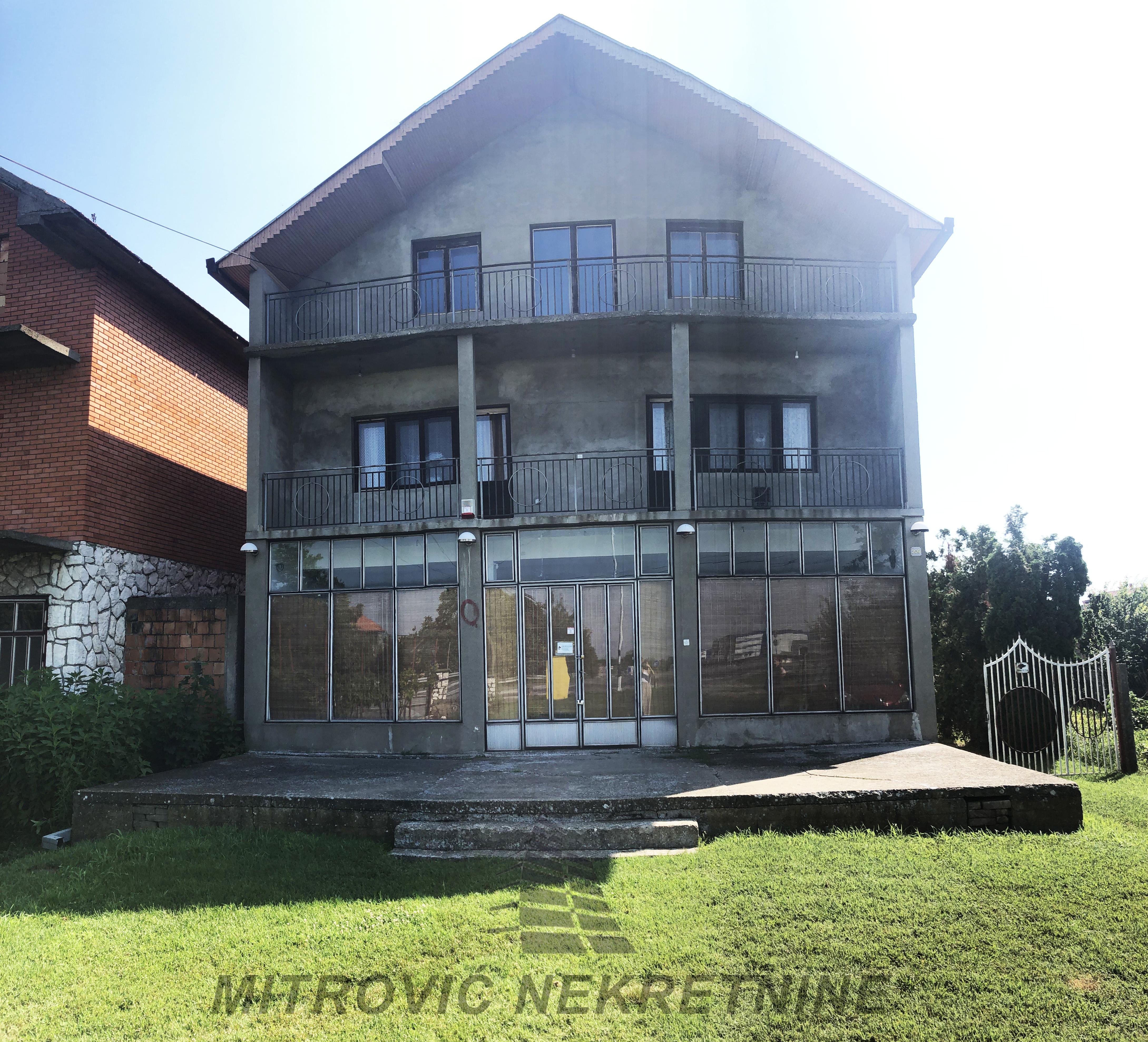 Novi Banovci, dve kuće površine 500m2+80m2