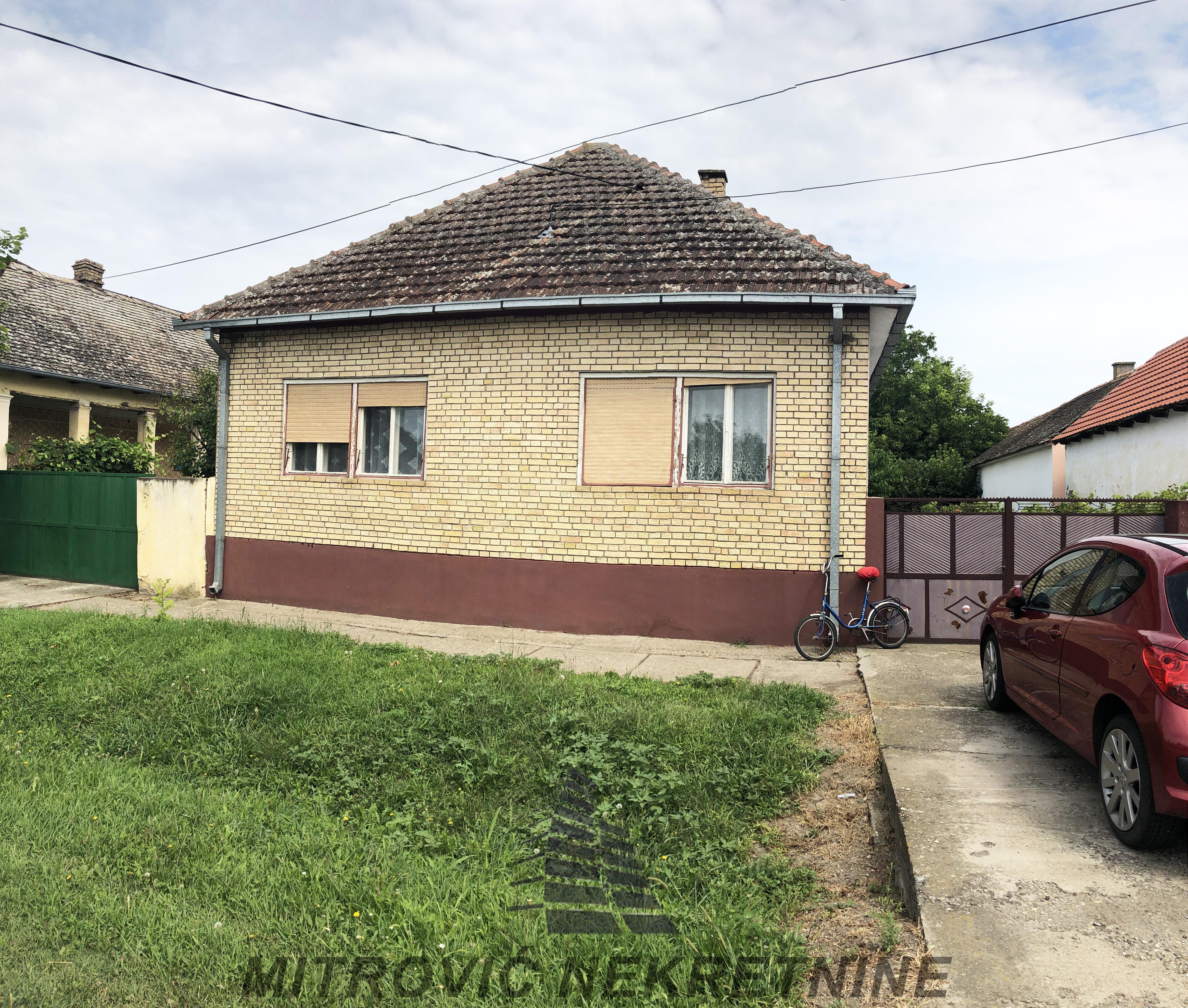 Kuća Popinci, ul. JNA, površine 166m2 i pomoćni objekti