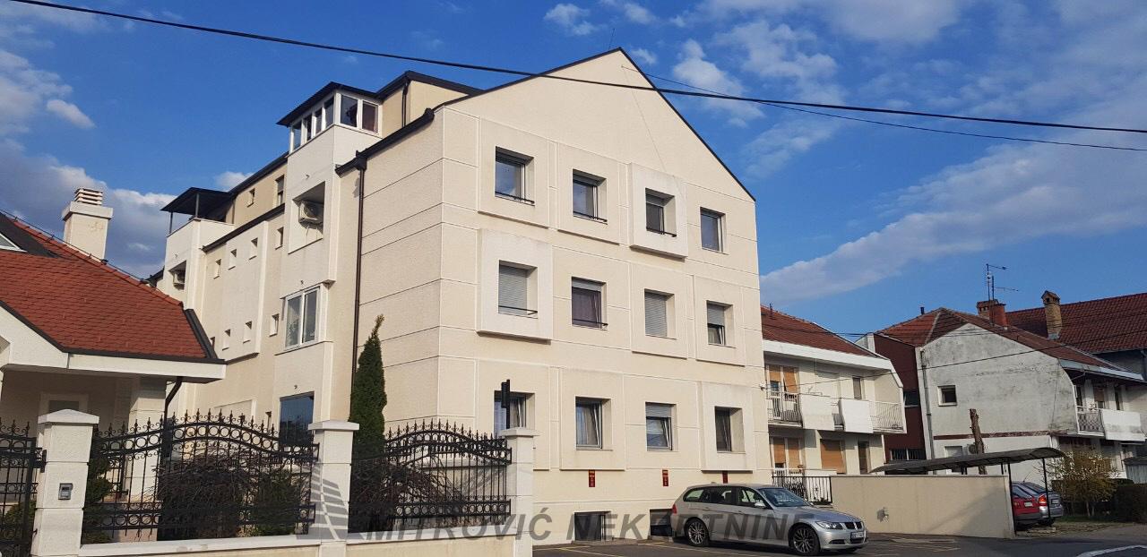 Trosoban stan u ul. Kralja Vladislava, Batajnica