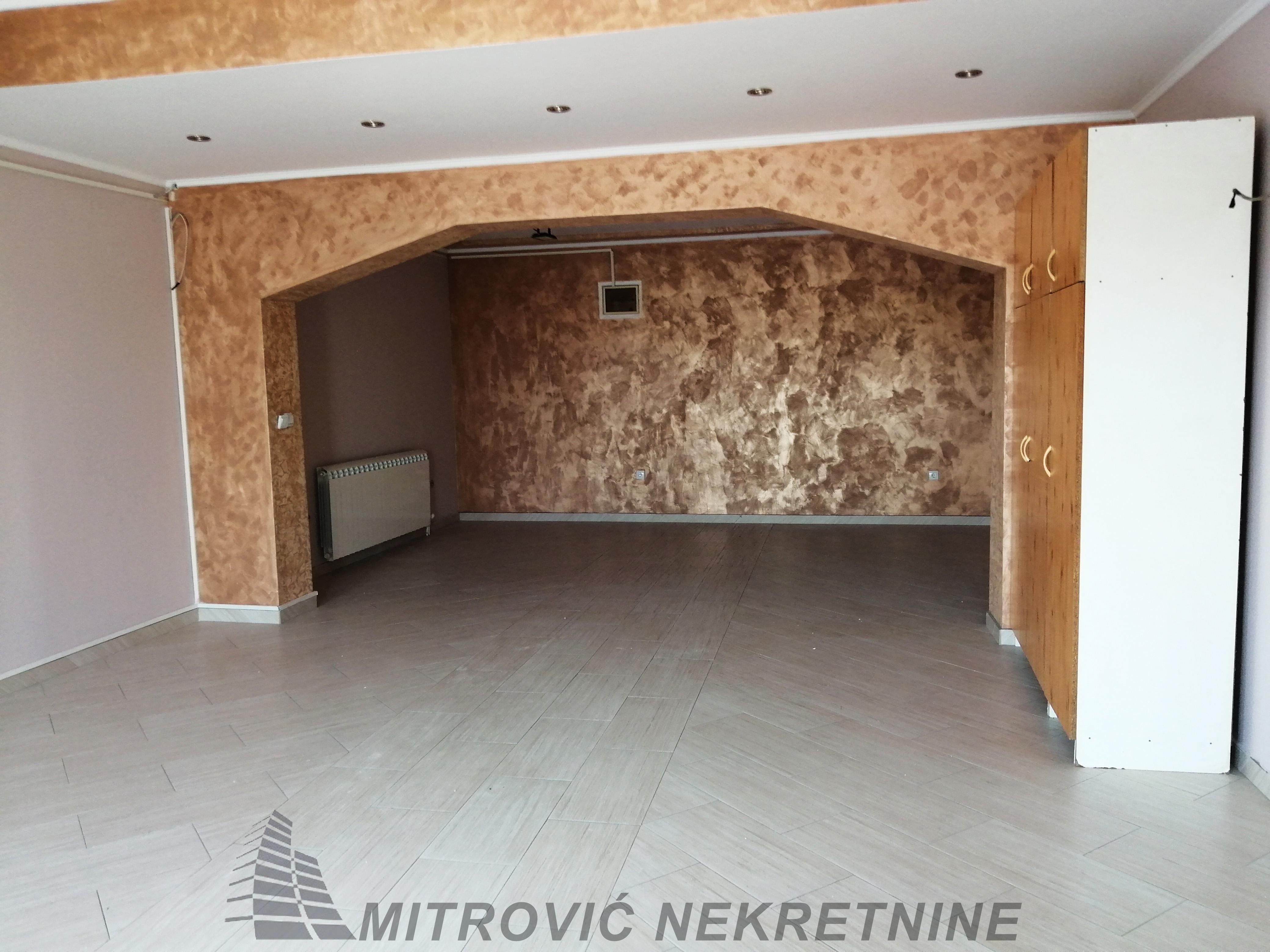 Magacinski prostor sa kancelarijama Ugrinovci – Busije