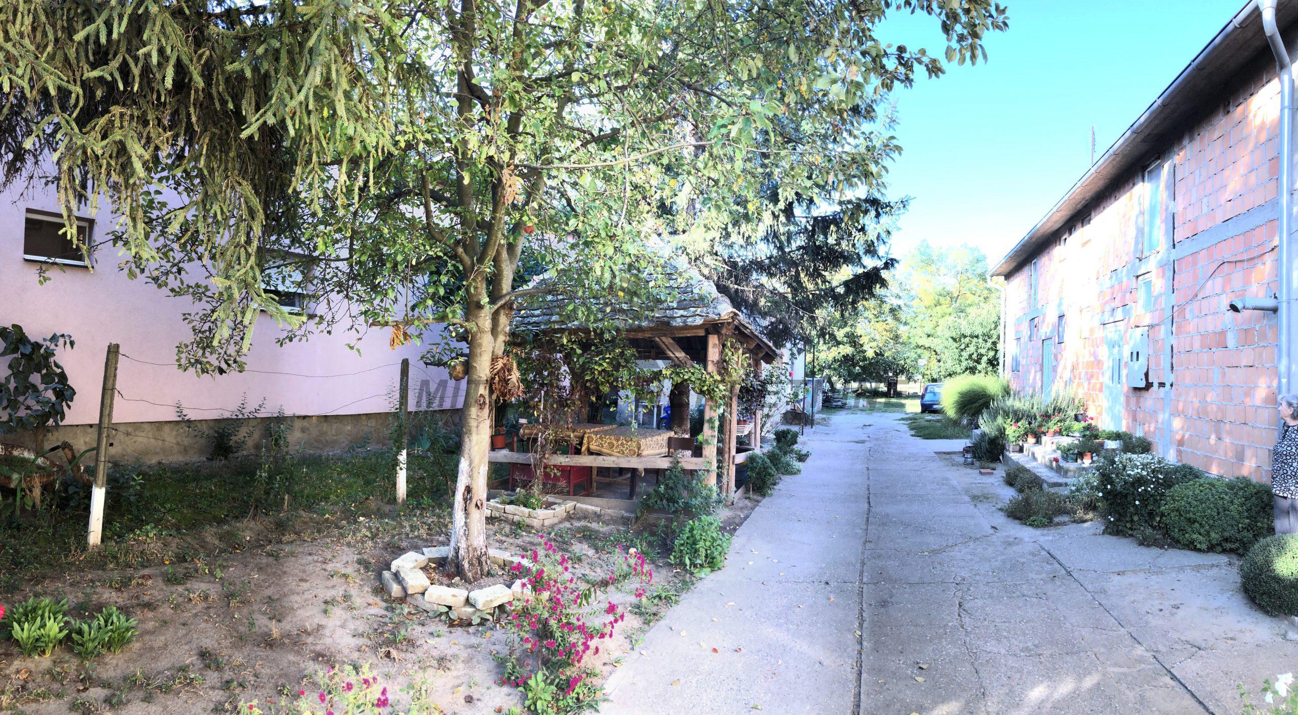 Dvojna kuća u Novim Banovcima u ul. Svetosavska