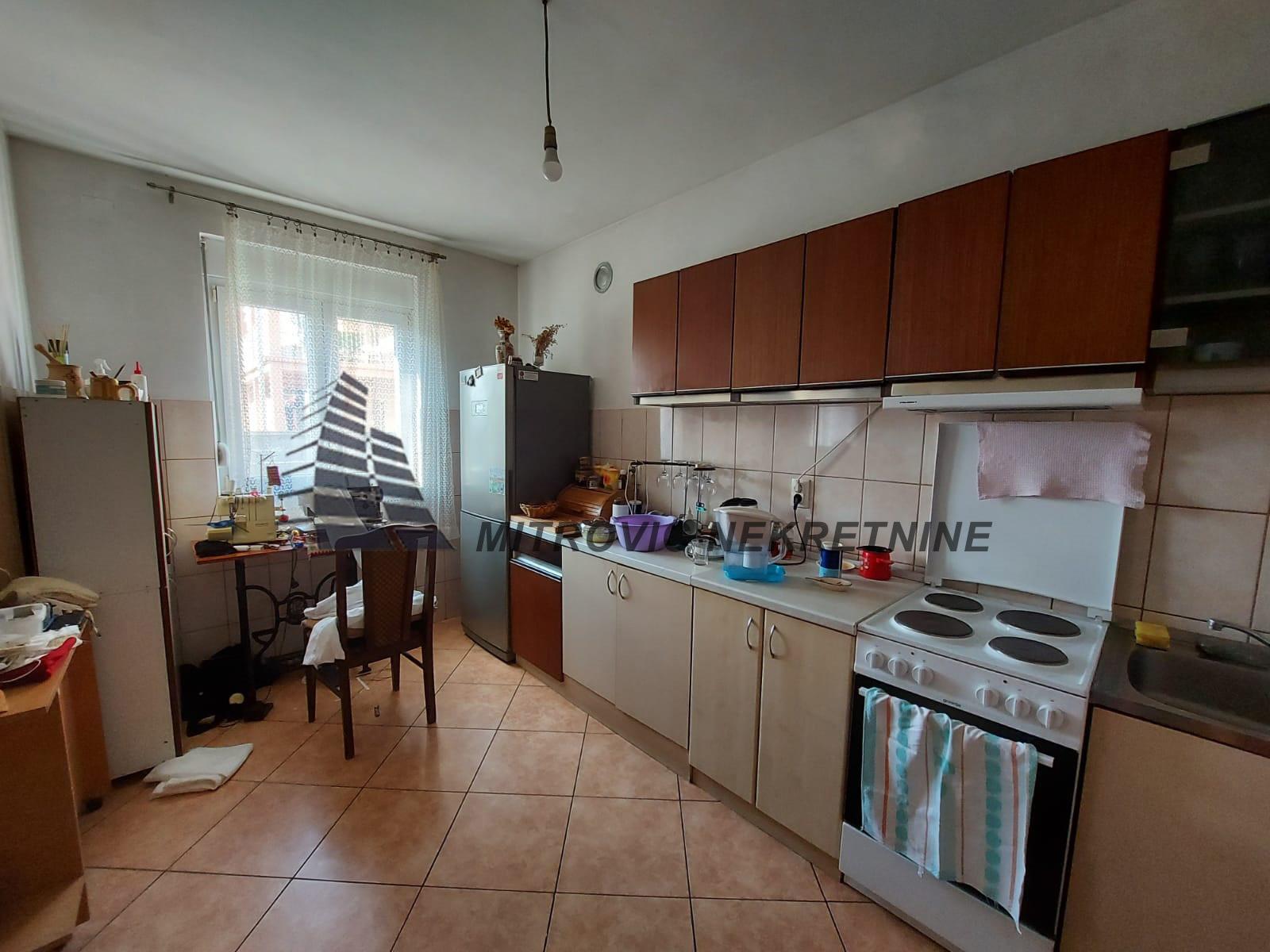 Kuća u Batajnici površine 254m2 na placu od 600m2