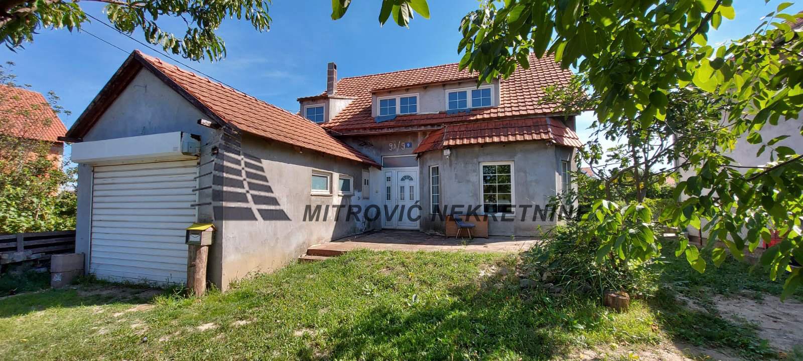 Kuća Grmovac sa garažom površine 270m2